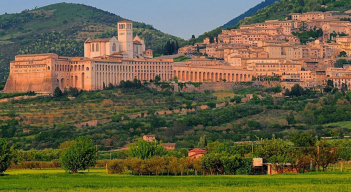 Assisi, hosts pilgrims visiting the basilica of S. Francesco