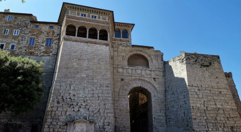 Perugia, has a rich history dating back to the Etruscans